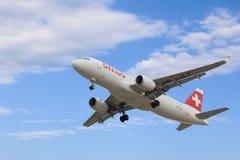 Самолет швейцарской авиакомпании приходит в землю в аэропорте Pulkovo стоковые изображения