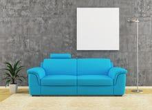 Самомоднейшая голубая софа на пакостном дизайне интерьера стены Стоковое фото RF