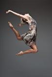 Самомоднейшая девушка танцы типа стоковое изображение