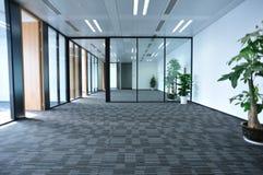 самомоднейшая комната офиса Стоковые Фотографии RF