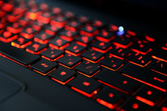 Самомоднейшая красная освещенная контржурным светом клавиатура Стоковая Фотография