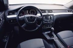 самомоднейшее автомобиля нутряное Рулевое колесо, приборная панель, спидометр, дисплей Стоковые Изображения RF