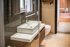 самомоднейшее ванной комнаты нутряное Стоковые Фотографии RF