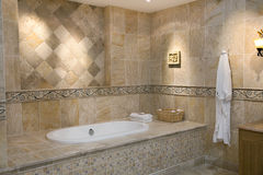 самомоднейшее ванной комнаты роскошное стоковые фотографии rf