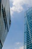 Самомоднейшее здание с голубым небом Стоковые Изображения RF