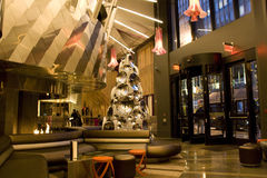 Самомоднейшее лобби роскошной гостиницы стоковые фотографии rf