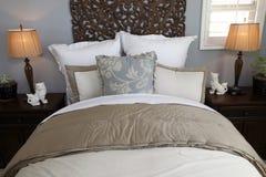 самомоднейшее спальни домашнее роскошное Стоковые Фотографии RF