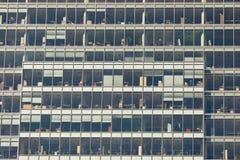 Самомоднейшие окна здания Стоковые Изображения