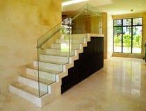Самомоднейший дизайн интерьера - лестница стоковое изображение rf
