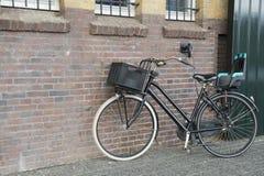 Самомоднейший женский велосипед стоковое изображение
