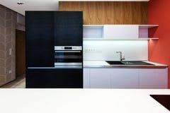 Самомоднейший интерьер кухни стоковые изображения rf