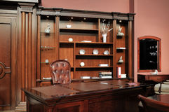 Самомоднейший классицистический шкаф Стоковая Фотография