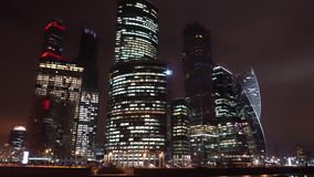 самомоднейший небоскреб время san ночи ca francisco моста залива Свет в окнах hyperlapse timelapse видеоматериал