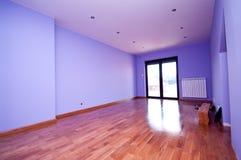 Самомоднейшая лиловая комната Стоковые Изображения RF