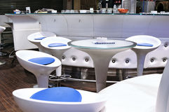 Самомоднейшее белое кафе Стоковая Фотография