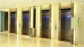 Самомоднейшее лобби лифта здания Стоковое фото RF