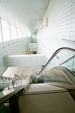 самомоднейшее эскалатора здания нутряное Стоковая Фотография