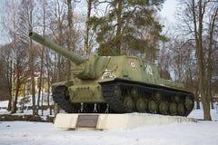 Самоходный карамболь артиллерии ISU-153 участвуя в высвобождении Priozersk во время Великой Отечественной войны в Febr Стоковые Фотографии RF