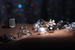 Самоцветы, ювелирные изделия, Daimond, серебр золота, рубиновые vavluable кольца presen Стоковое фото RF