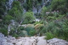 Самоцветы Neda спрятанные водопадами Греции стоковая фотография rf