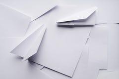 Самолеты белой бумаги стоковое фото