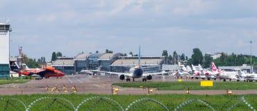 Самолеты двигателя на авиаполе Стоковая Фотография RF