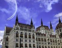 Самолеты над парламентом Стоковая Фотография