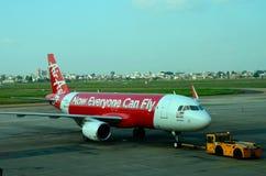 Самолет аэробуса Air Asia авиакомпании Малайзии на авиапорте Вьетнаме Хо Ши Мин Стоковые Изображения