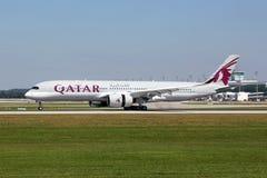 Самолет аэробуса A350-900 Qatar Airways стоковое изображение rf