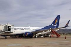 Самолет боливийских авиакомпаний ждать пассажиров Стоковая Фотография