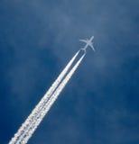 Самолет двигателя в полете Стоковое Фото