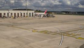 Самолет двигателя на подготовке авиаполя перед полетом Стоковое Фото