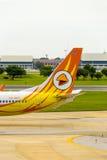 Самолет воздуха Nok хвостовой части ездя на такси Дон Mueang v Стоковое Изображение RF