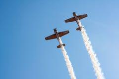 Самолет выполняет aerobatic Стоковое Изображение