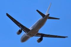 Самолет в воздухе Стоковые Изображения