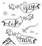 Самолет в небе с слоганами мечтает, летает, жизнь - путешествуйте иллюстрация концепции вектор Стоковая Фотография