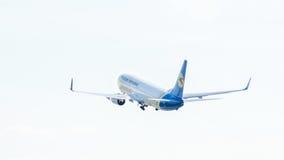 Самолет в облаках Стоковая Фотография