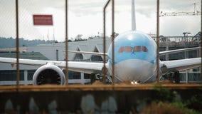 Самолет готовый для принимать  сток-видео