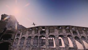 Самолет летая над отснятым видеоматериалом Колизея иллюстрация штока
