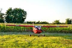 Самолет заземленный на авиаполе Стоковое фото RF