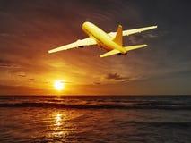 Самолет захода солнца стоковая фотография rf