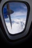 Самолет и Mount Kinabalu Стоковое фото RF