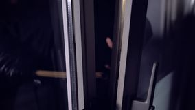 Самолет-нарушитель или взломщик с ломом акции видеоматериалы