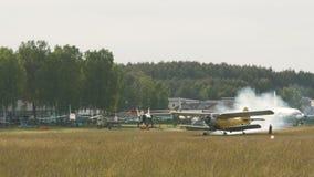 Самолет начинает двигатель акции видеоматериалы