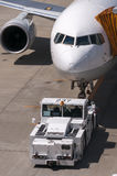 Самолет на авиапорте Narita, Япония Стоковые Фотографии RF