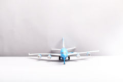 Самолет на белой предпосылке Стоковое Изображение