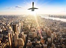 Самолет над горизонтом стоковые фото