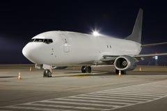 Самолет на ноче стоковое фото