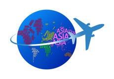 Самолет объезжая глобус с именами континентов. изолированный w стоковое изображение