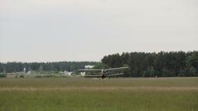 Самолет приземляется - slowmotion 60fps сток-видео